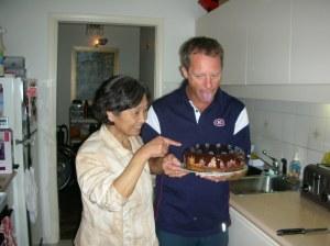 Lily's mum admires Golfer CT's Cake